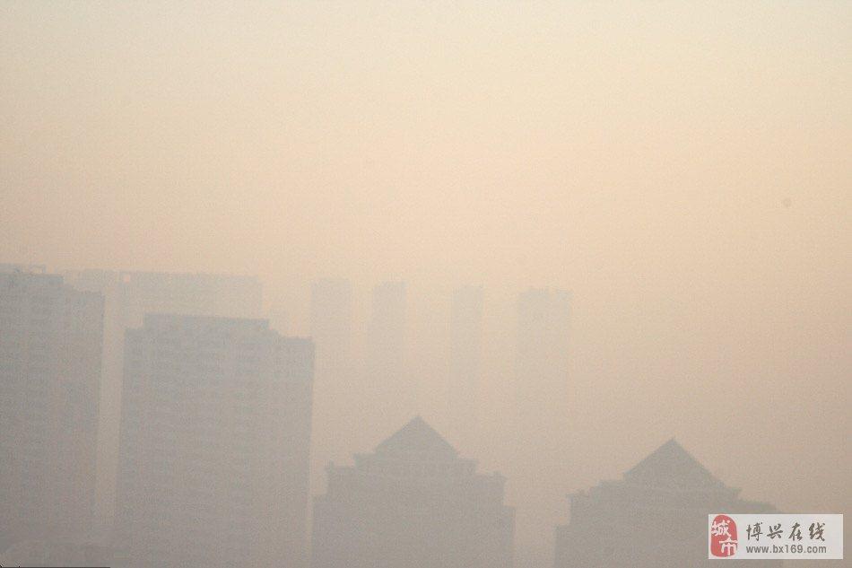 哈尔滨遭遇雾霾天 市区如海市蜃楼