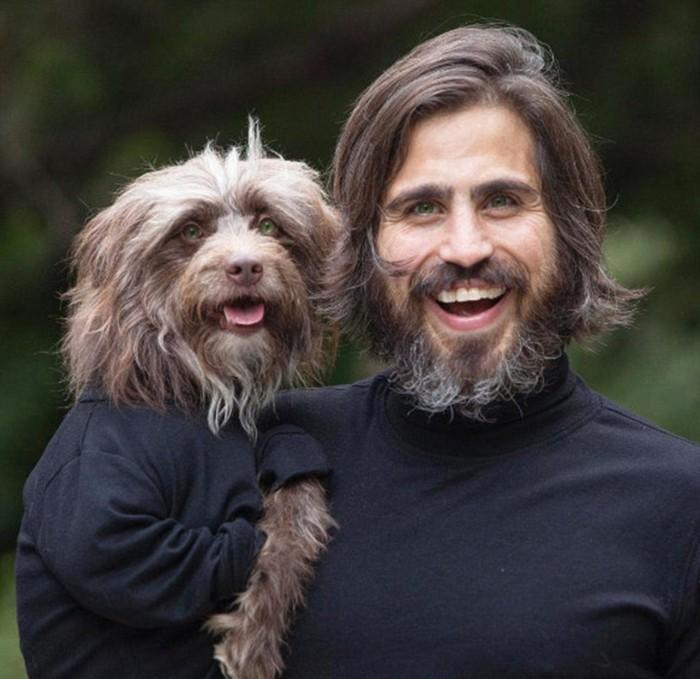 """狮子犬罗森伯格和他的主人托弗尔・布罗菲拍""""亲子装""""写真在社交网站走红"""