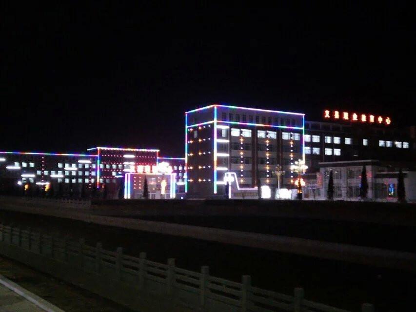 �W校夜景