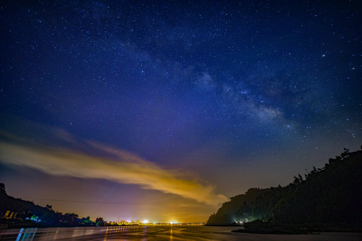家乡银河、�v城夜幕、堰与纸博――张涛