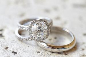 5��技巧�你的�婚戒指看起�砀��W耀