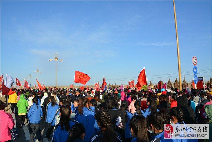 """瓜州万名妇女徒步健身庆""""三八"""""""