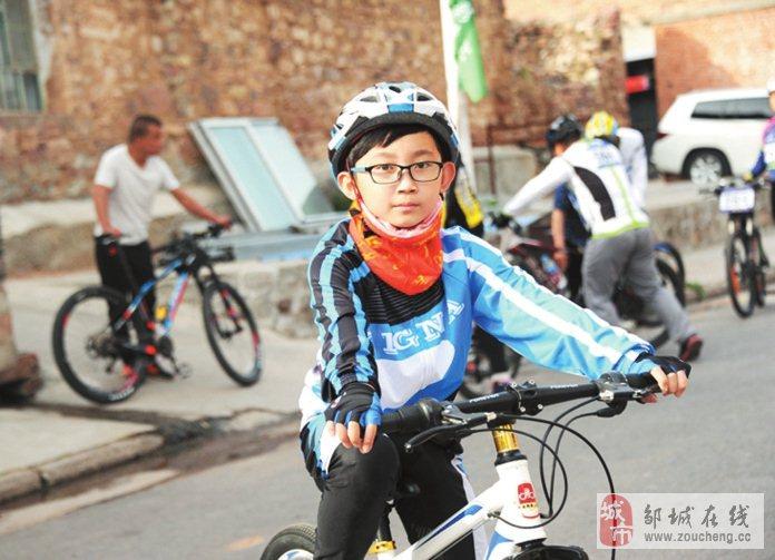儿童骑行车手!