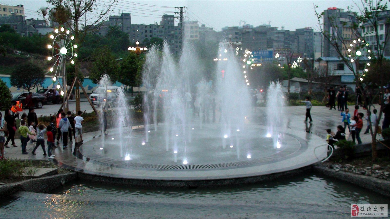 云南镇雄德政公园之景