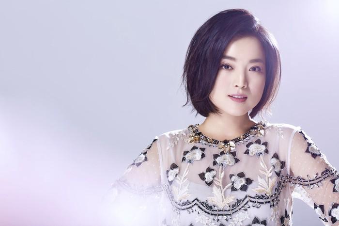 青年歌唱家白雪全新写真大片,风格简洁、色彩柔和,诠释了纯粹自然之美