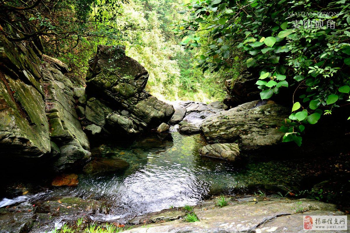 藏在良田深山中的一个瀑布