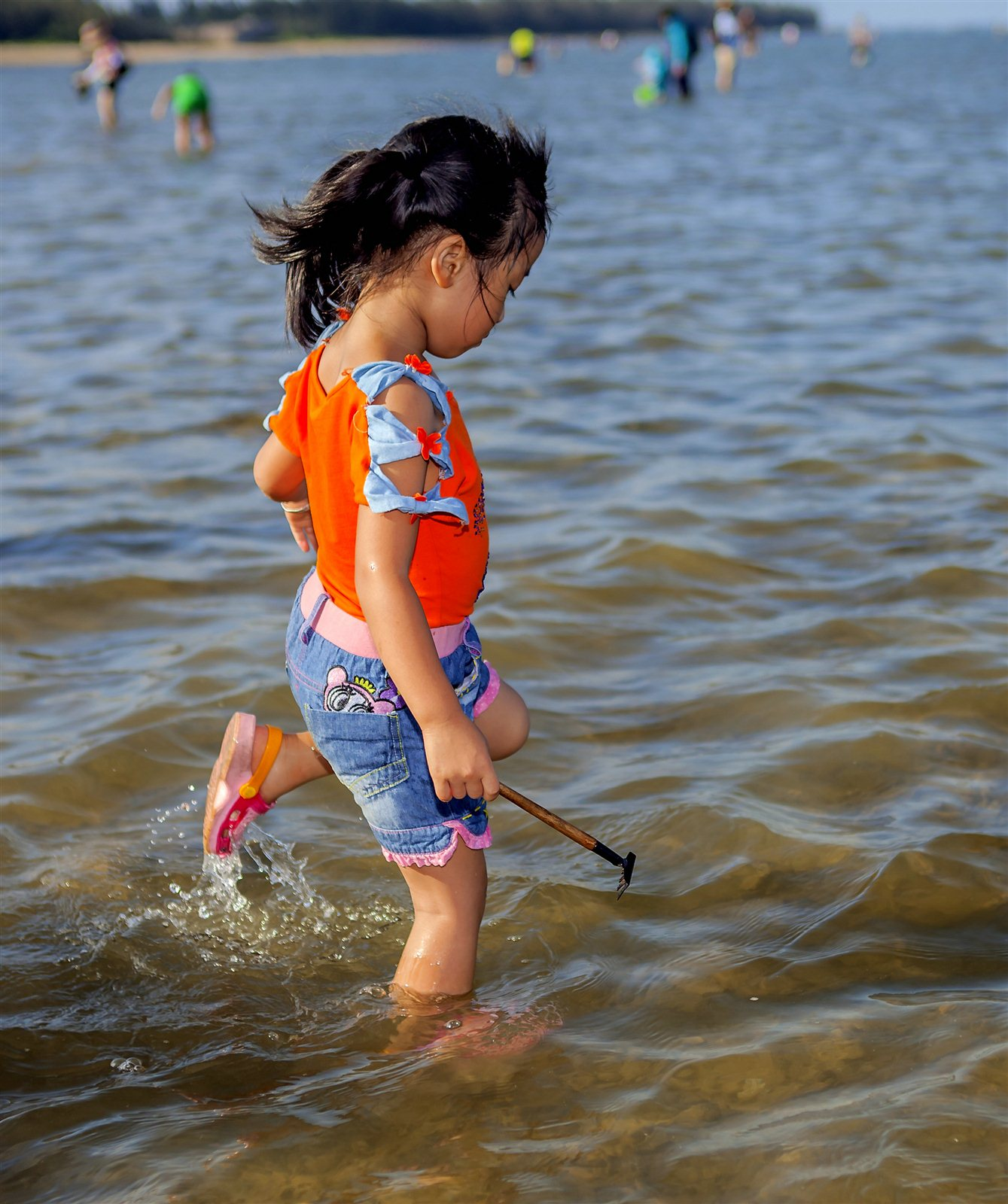 潭门赶海的小姑娘