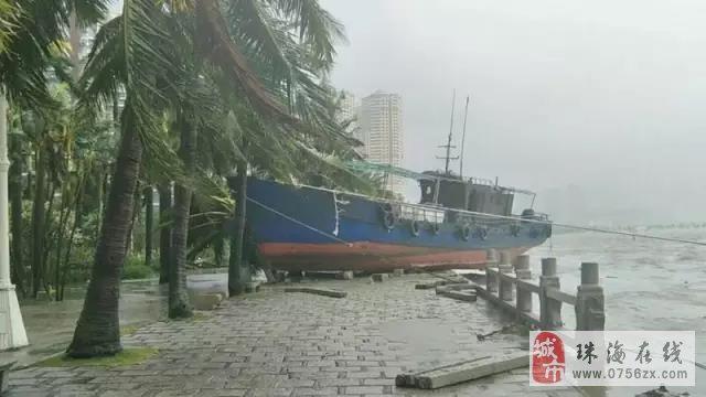 台风肆虐,支援逸丰废墟中重建家园