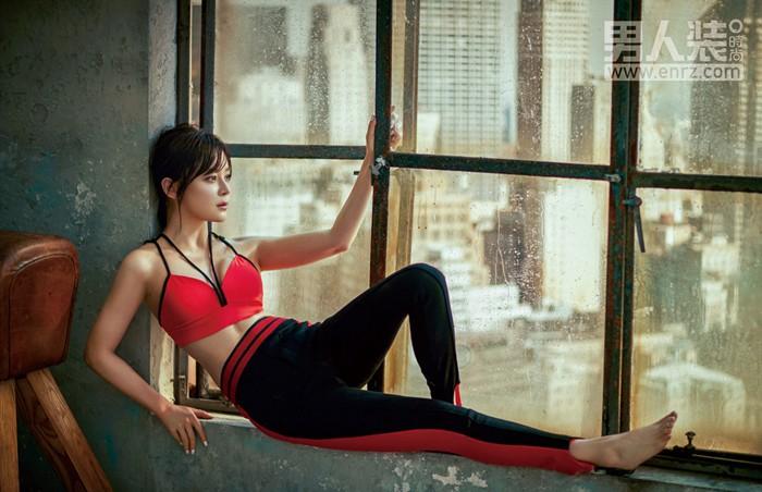 袁姗姗登《男人装》封面,完美诠释女性之美,极具感染力和视觉冲击力