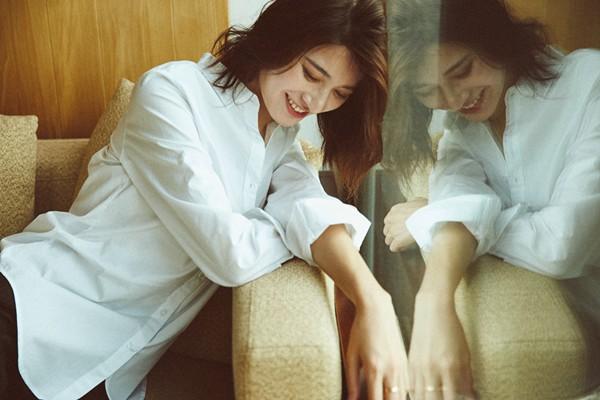 居家小女人!蒋菲菲时尚写真笑容明媚,亲和力满满,让人一扫秋季萧瑟之感