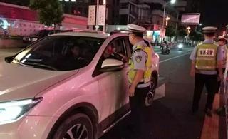 揭西交警突击开展交通违法夜查行动