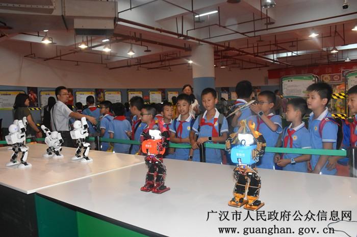 中国流动科技馆巡展活动走进广汉,活动将持续至10月10日,全程免费开放
