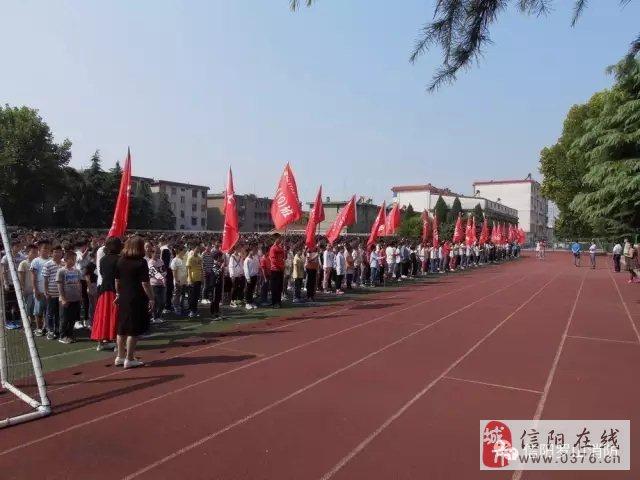 信阳市罗山县消防走进县一中为2300余名师生开展消防安全培训演练