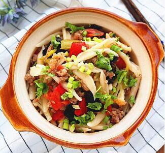 杂蔬肉末炒剪刀面