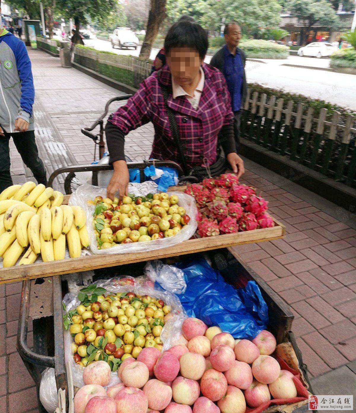 无良水果小贩,严重缺斤少两,欺负外地人,丢合江人的脸