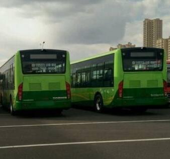 新13路10米大公交抵达齐市,预计月底前更新5条线路!