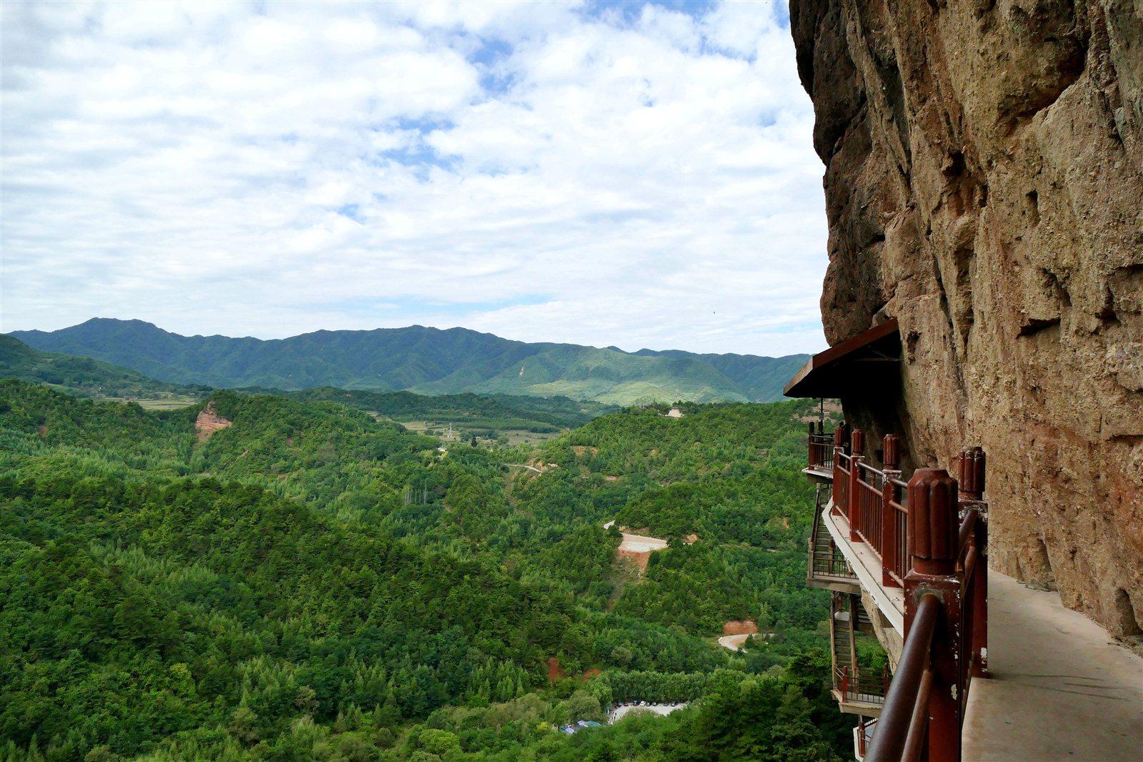 旅游景点 > 麦积山景区     1982年,麦积山以甘肃麦积山风景名胜区的