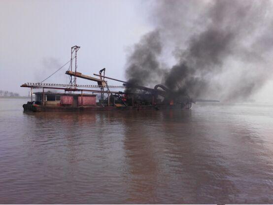 霍颍两县联合打击淮河非法采砂