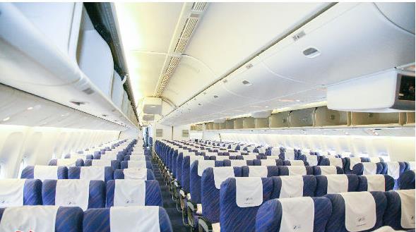 相较于窄体客机,南航波音777座椅间距更宽
