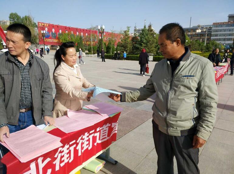 甘州区北街税亭社区开展民族团结进步宣传月活动
