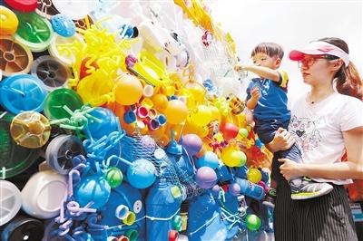 """珠海长隆海洋王国6月8日举办环保艺术展 世界海洋日""""垃圾鱼""""出没!"""