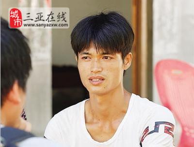 三亚24岁小伙李鸿民不离不弃守护4名重病亲人