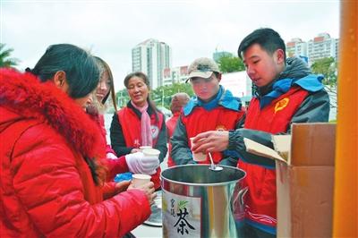 """2018珠海春运志愿服务全面启动,2000多名志愿者参与 """"红马甲""""温暖返乡归途"""