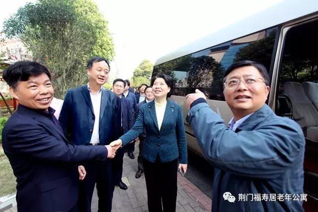 省委组织部副部长、省人社厅厅长、党组书记肖菊华调研福寿居长护服务工作