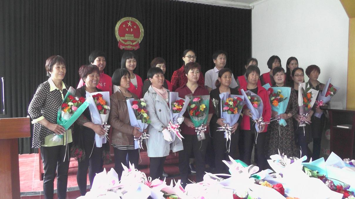 2018年母亲节高邑举行弘扬好家风鲜花献母亲活动