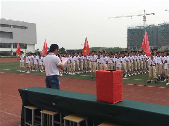 周恩来红军中学北校区组织募捐活动
