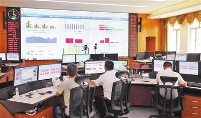"""接入五千个监控""""天眼"""" 短信靶向发布实时预警 全省首个区级综合指挥中心在金湾建成"""