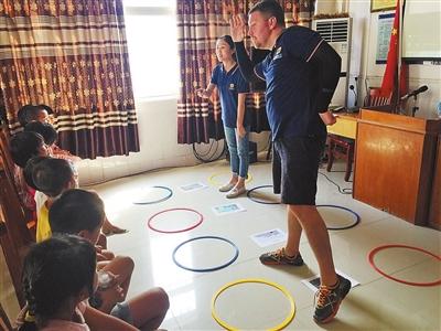 昭信村开展公益英语培训 外教教得有趣孩子学得开心