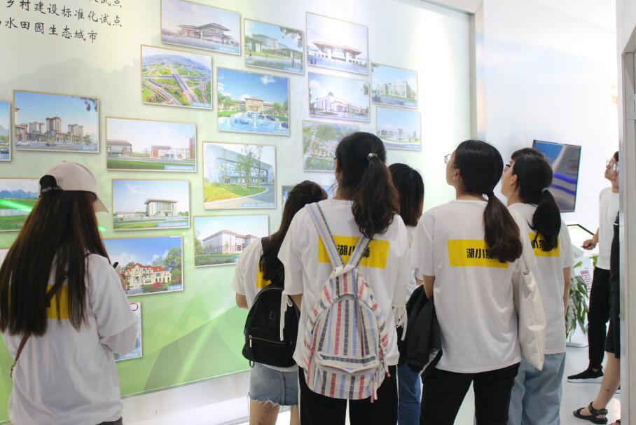 湖州大学生赴贵安新区规划馆参观学习