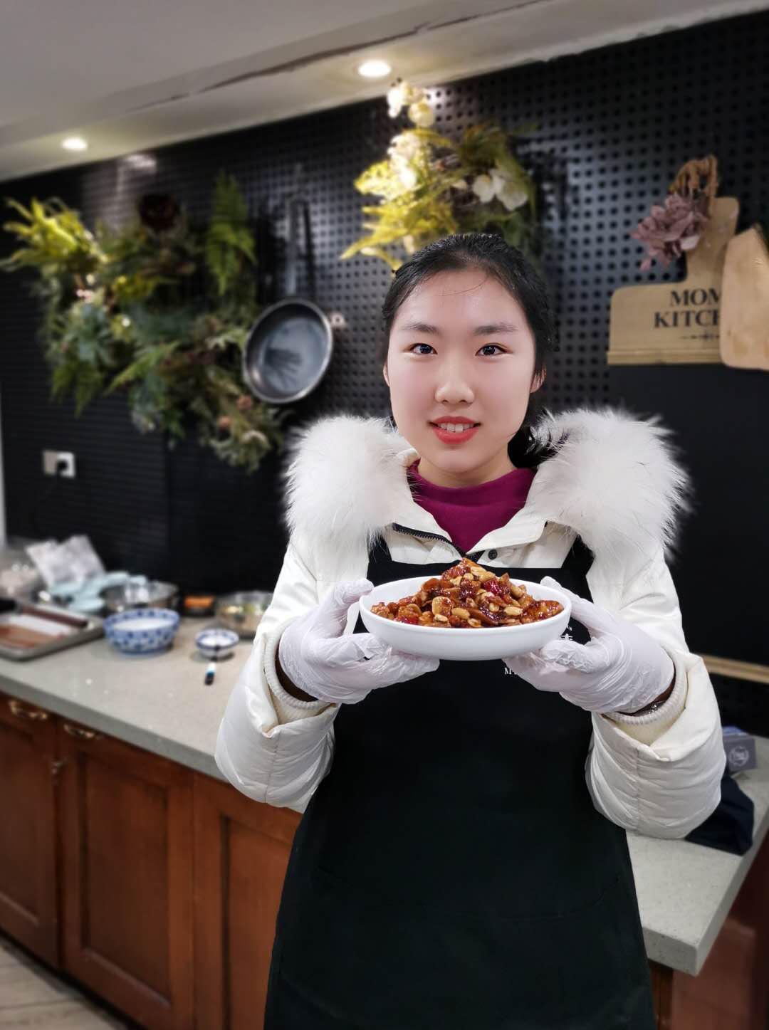 中信银行南京分行:出国训练营请来名厨、理发师传授留学生海外生活技能