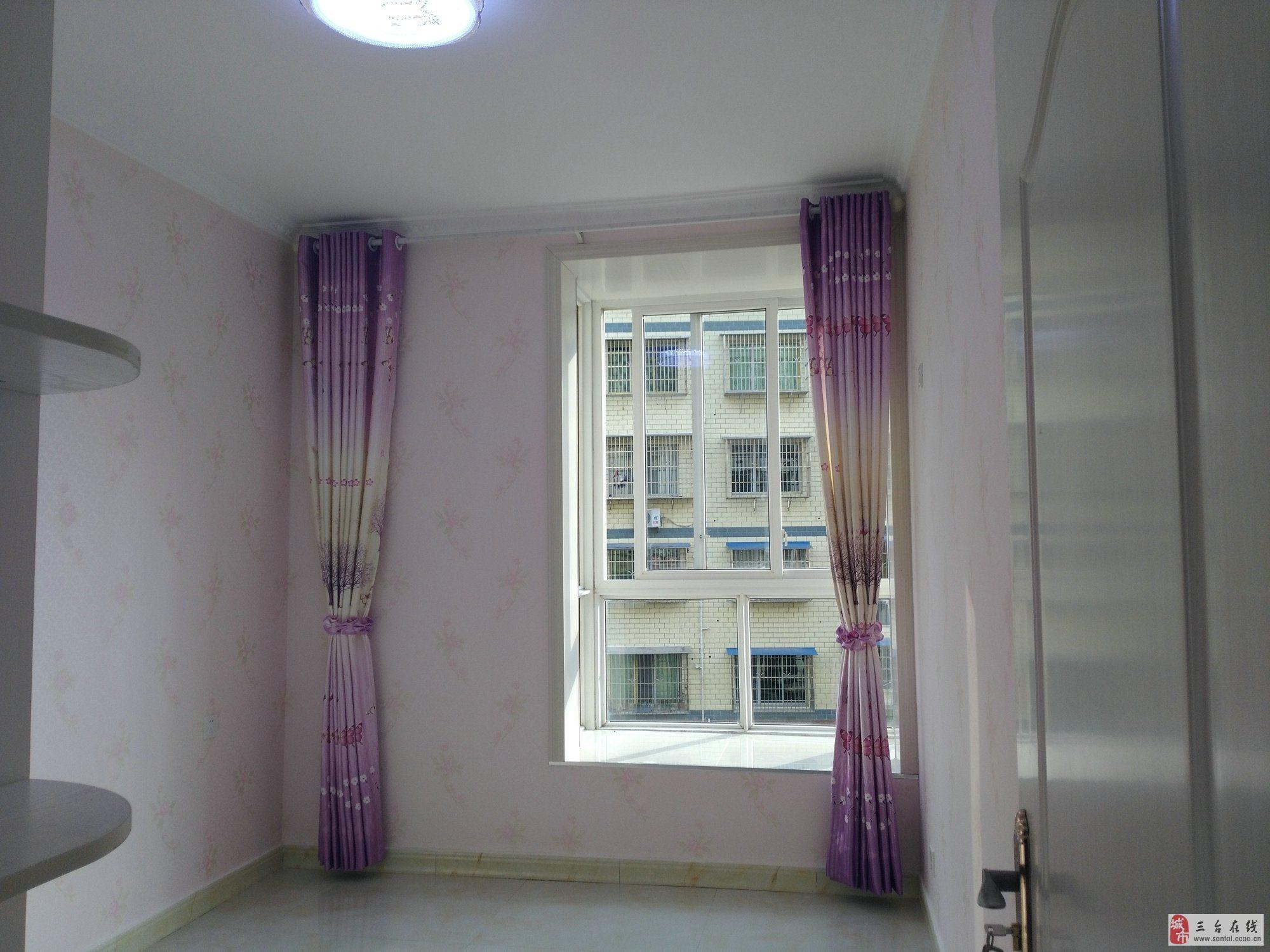 紫金名門大小區,房子裝修豪華,戶型好,彩光好.樓層好,房子親眼看過.