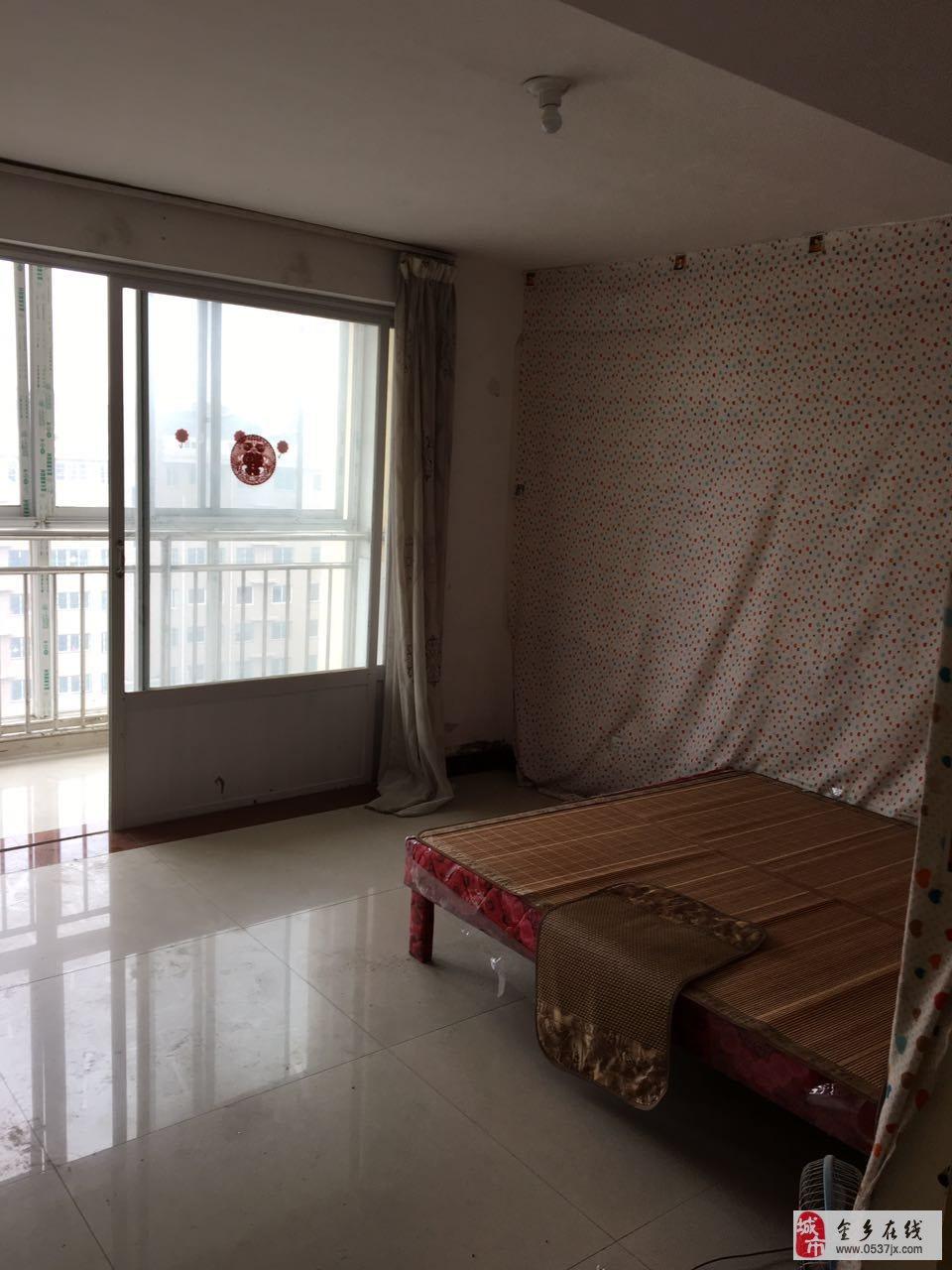 孙庄社区阁楼出租,房子有两间向阳卧室,已铺地板