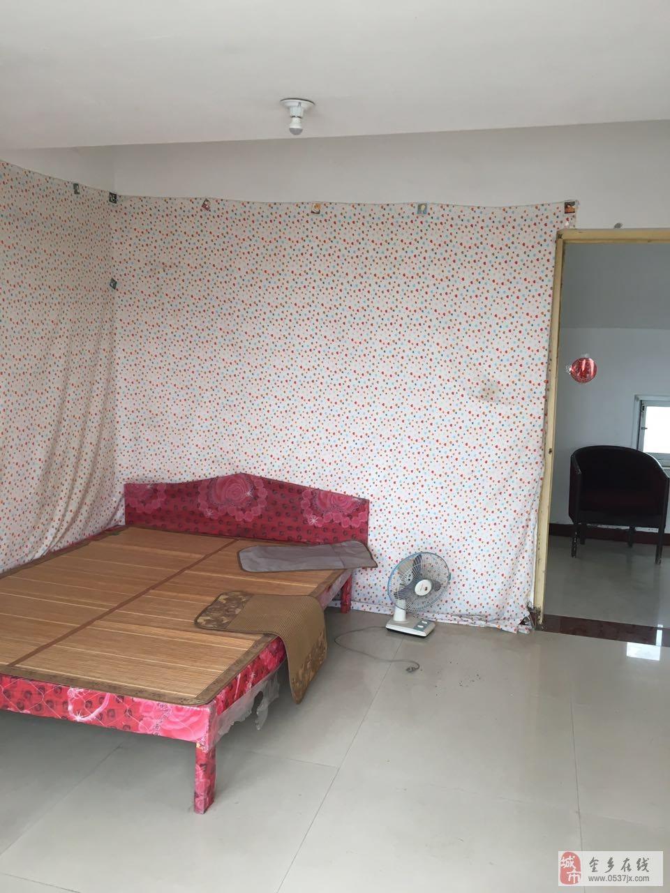 孙庄社区阁楼出租,已铺地,有家具,两间向阳卧室