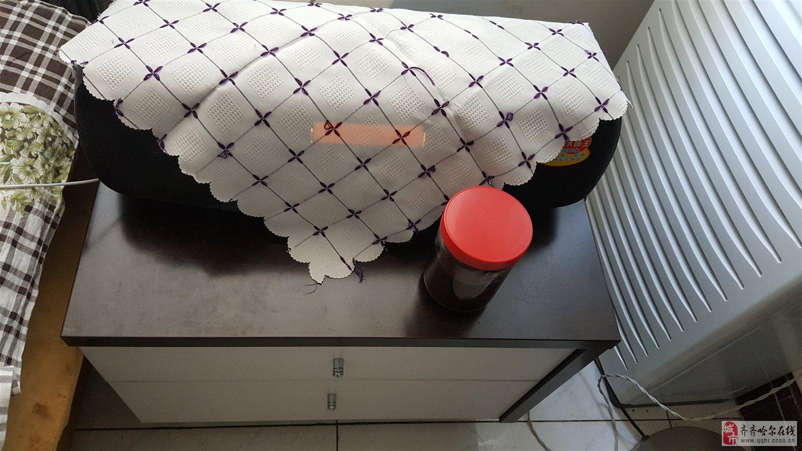 香港红苹果床头柜低价出售