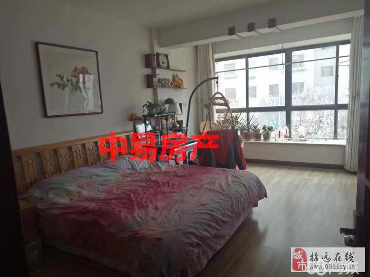9684招远出售金源小区1楼,98平米精致装修地暖带草屋