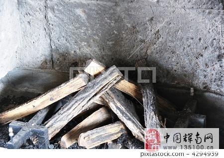 自己家用烧火木头,