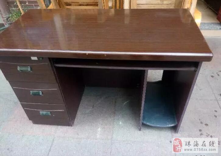 办公桌。电脑桌。电脑升降椅