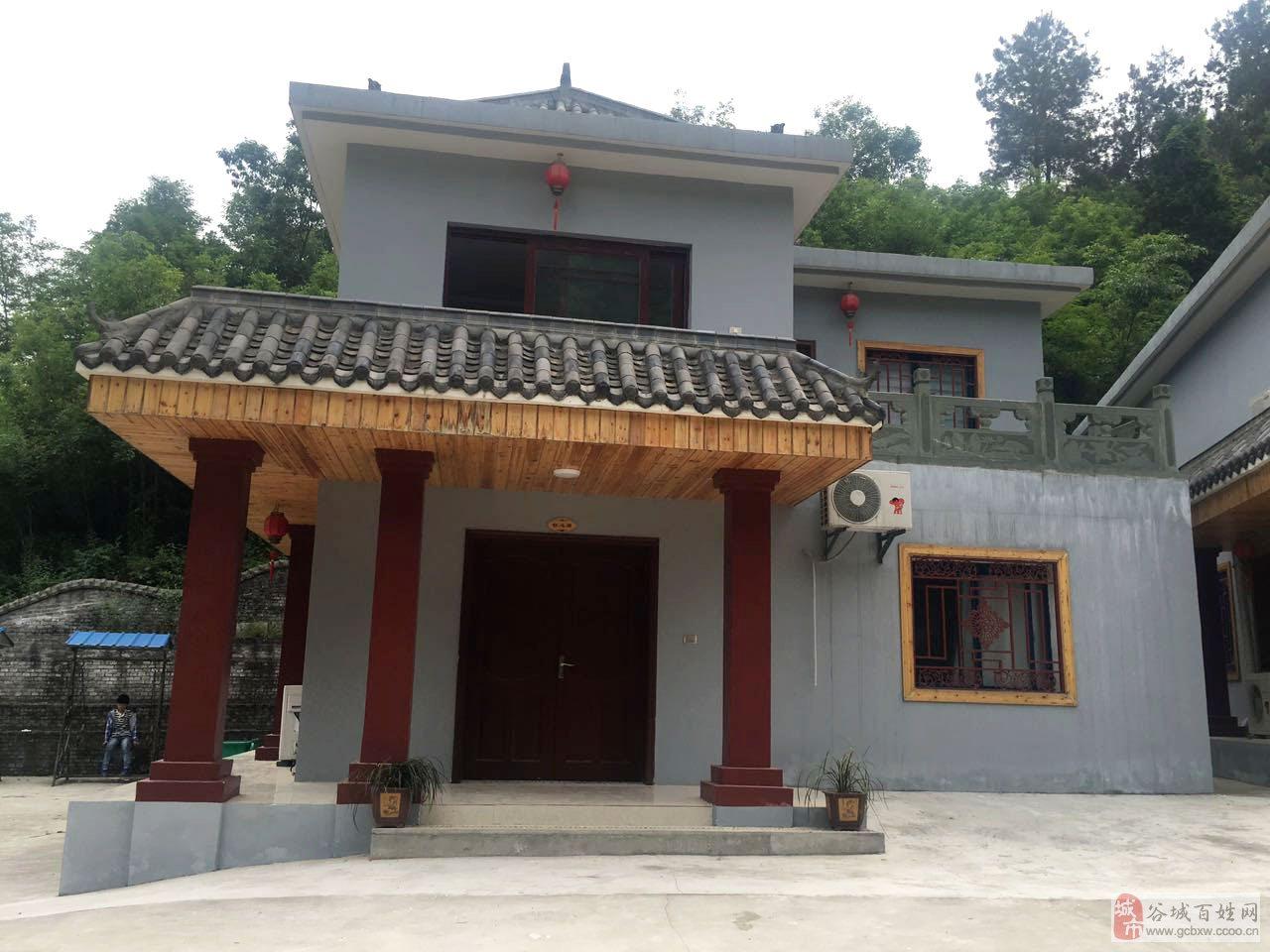 现有位于谷城县五山堰河村百日山风景区别墅一套低价出售.