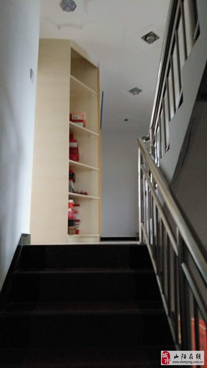 银花镇上店子村移民搬迁小区四室一厅一厨二卫33.8万元