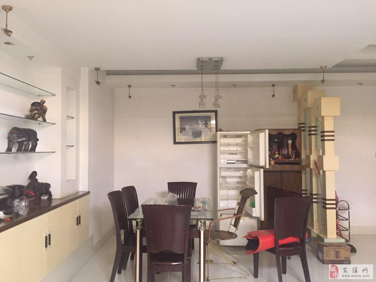 登科小区3室2厅2卫2500元/月精装修