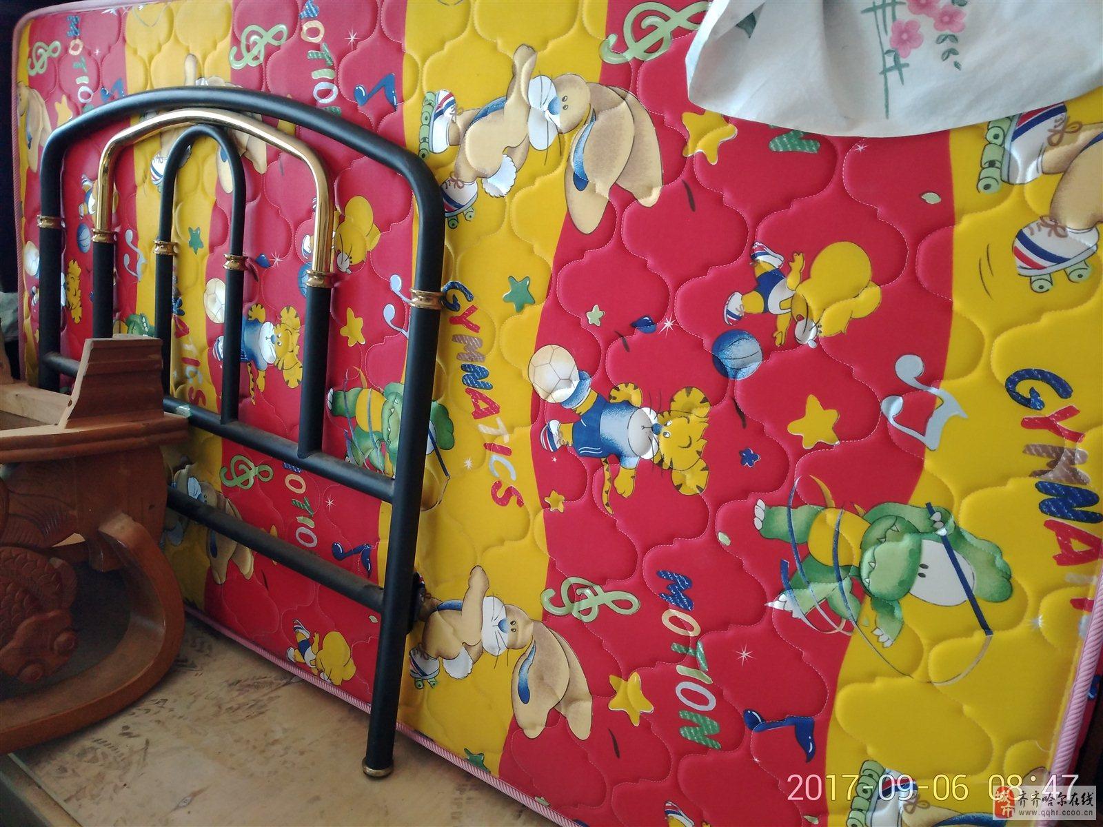 出售九五成新单人床一张,带穗宝床垫子