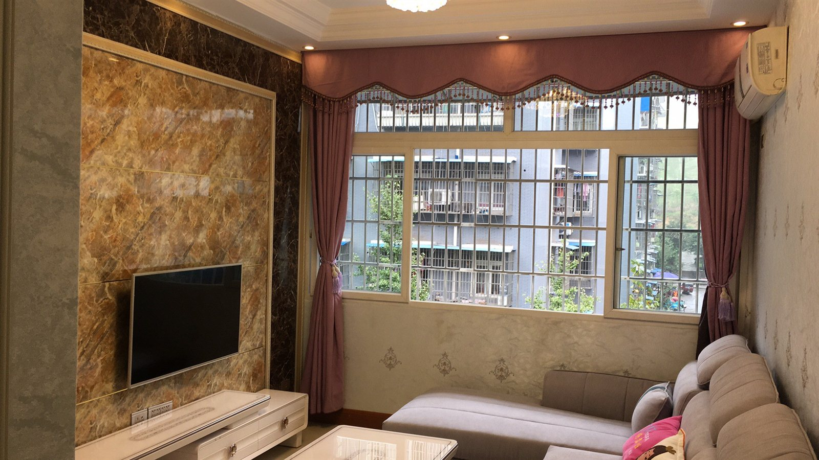 塔山3室1厅1卫精装修,仅售26万元,楼层好!
