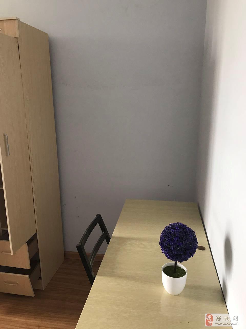 新芒果5室1厅2卫1000元/月