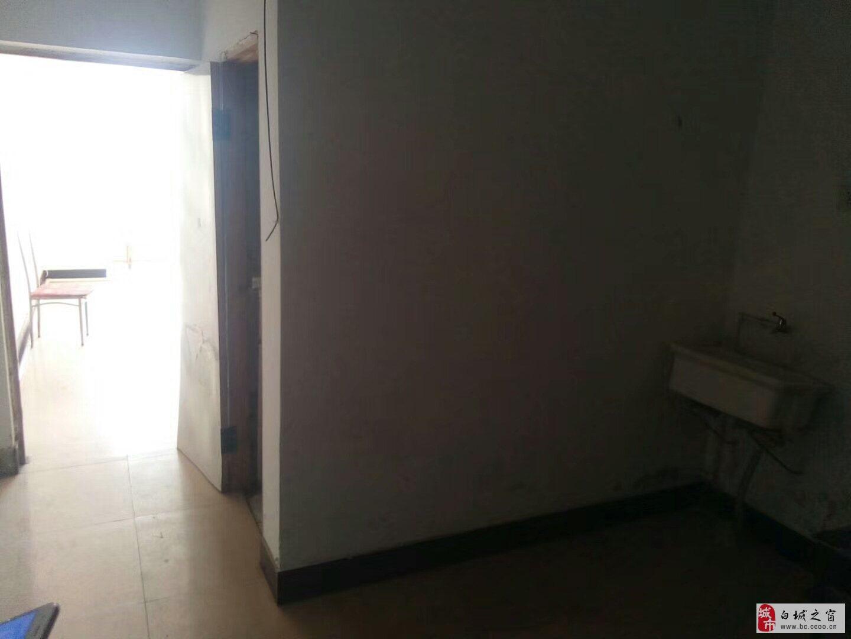 一职家属楼1室1厅1卫14万元