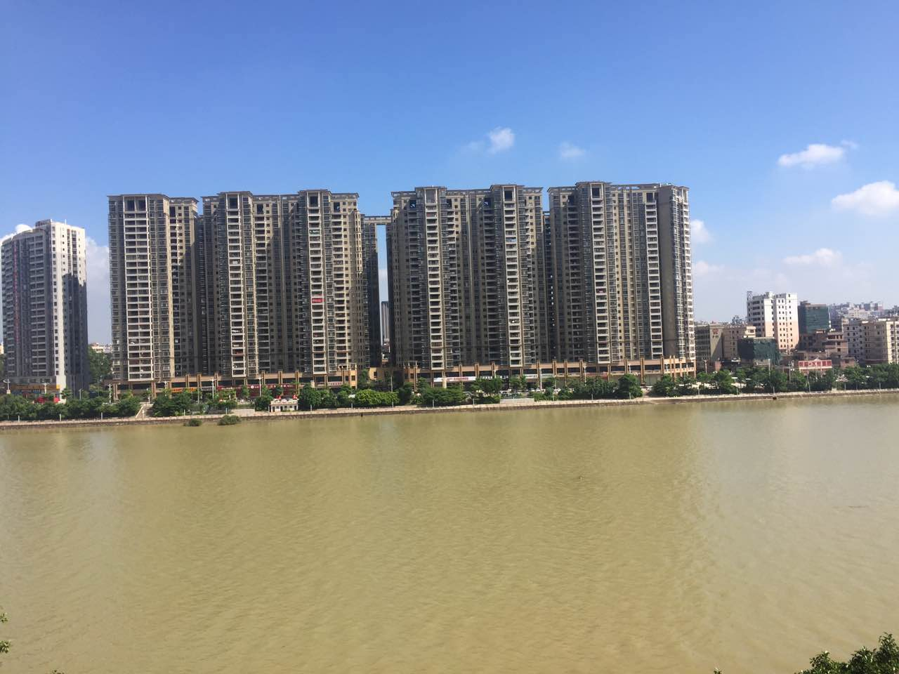 水岸沁园3房精装124.1平方售80万