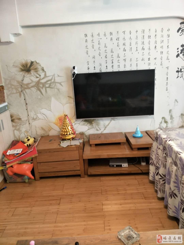 新天地精裝三居室住房,帶部分家具家電出售。